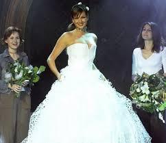 Svatební šaty z papíru / uloženy v UMPRUM muzeu