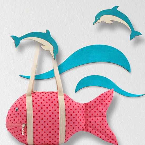 Věšák delfín