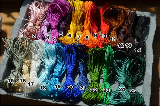 výběr barevných šňůrek